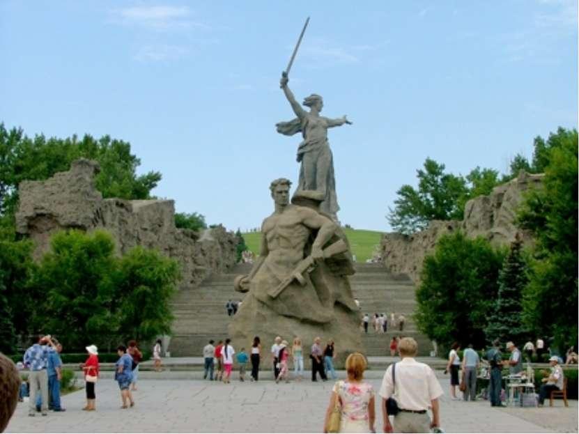 Мамаев курган Мамаев курган – возвышенность в самом центре Волгограда. Это ме...