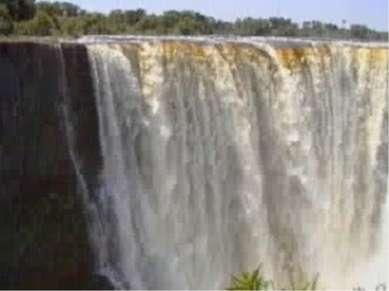 Достопримечательности: один из крупнейших в мире водопад Виктория (высота – 1...