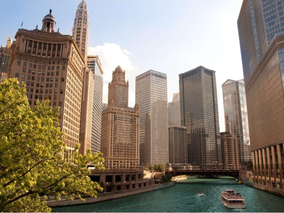 Чикаго Чикаго- 3-й по численности населения город в США, насчитывающий около...