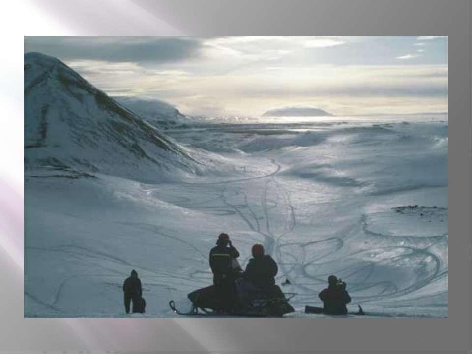 Самая крупная из ледниковых шапок, Ватнайёкуль площадью 8300 кв. км, располож...