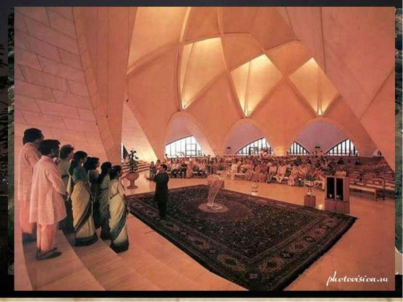 Храм Лотоса в Индии является одним из наиболее посещаемых храмов в мире, за г...
