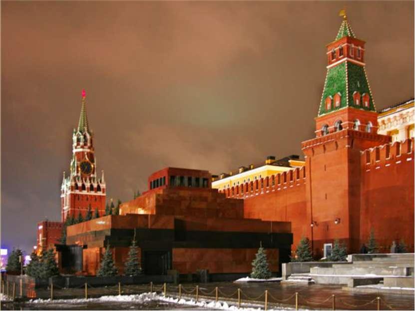В Москве в стиле ампир работал Осип Бове. Им реконструирована после пожара 18...