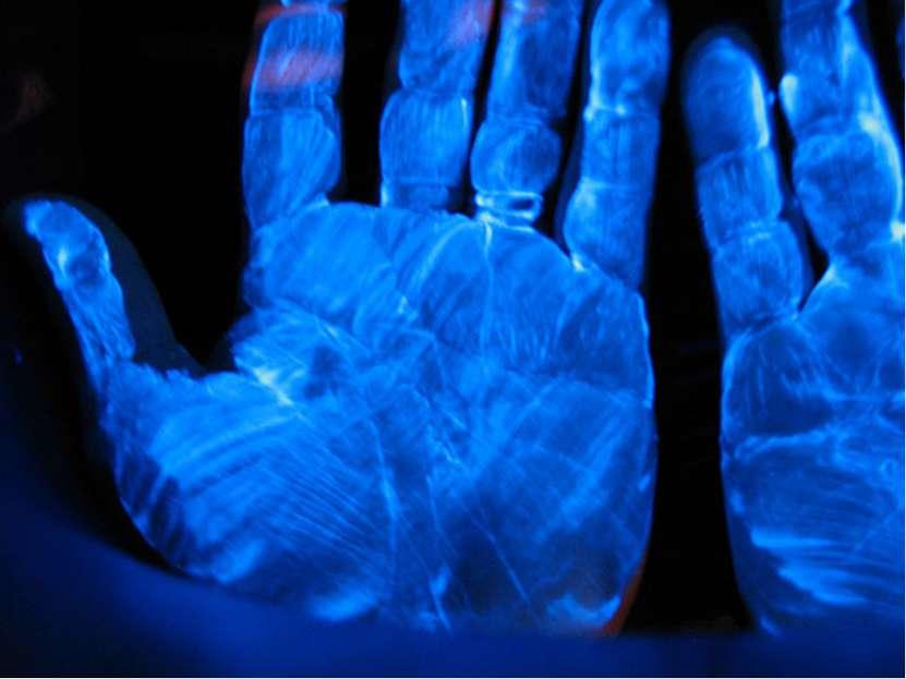 История открытия Ультрафиолетовое излучение было открыто Иоганном Риттером в ...
