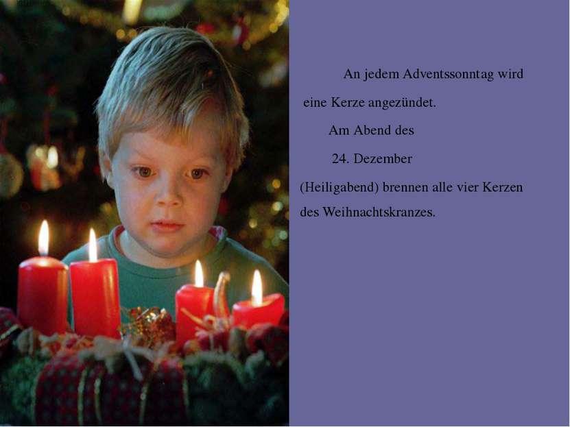 An jedem Adventssonntag wird eine Kerze angezündet. Am Abend des 24. Dezember...