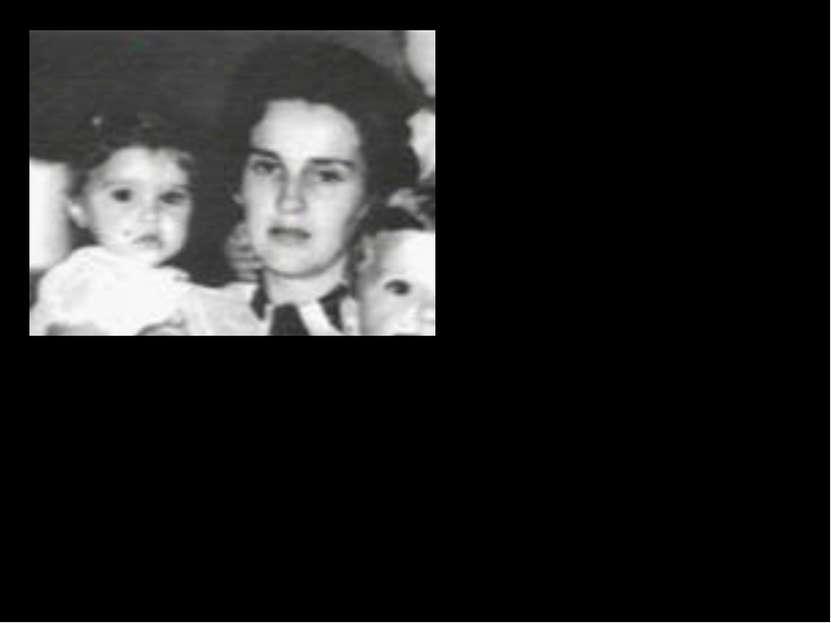 Отец Мадонны, Сильвио «Тони» Чикконе, американский итальянец, работал инженер...