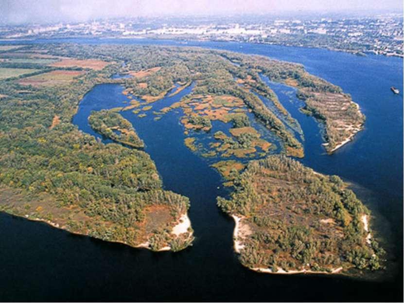 7. Хортица. крупнейший остров наДнепре, расположен в районе городаЗапорожье...