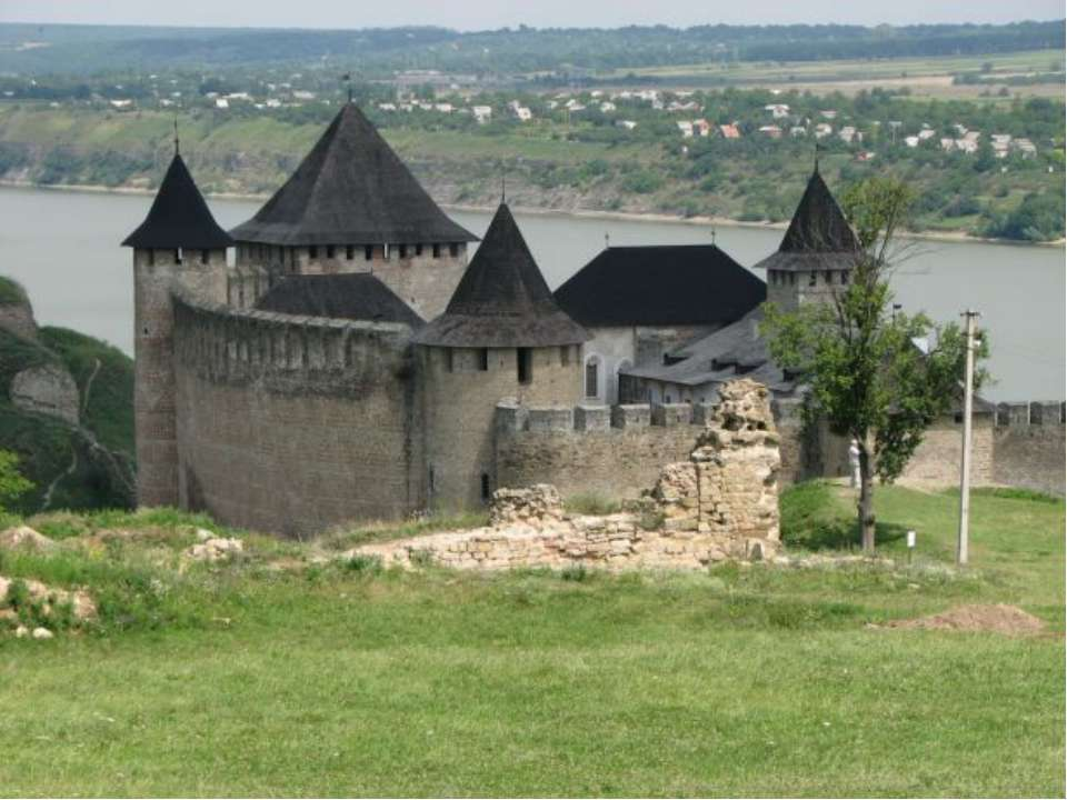 6. Хотинская крепость. крепостьX-XVIII веков, расположенная в городеХотин,...